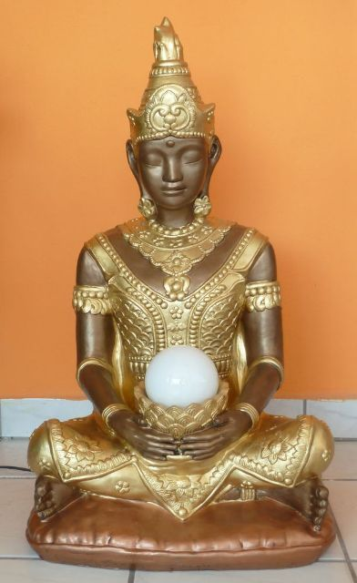 Buddha-lotuszviraggal-lampaval-bronz-arany-rez