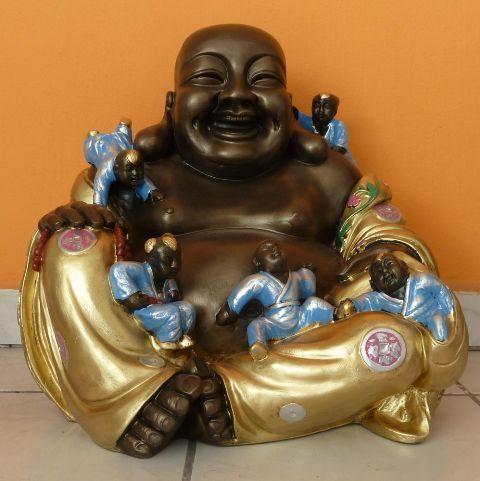 Buddha-kinai-Boldog-gyerekekkel-bronz-arany-kek