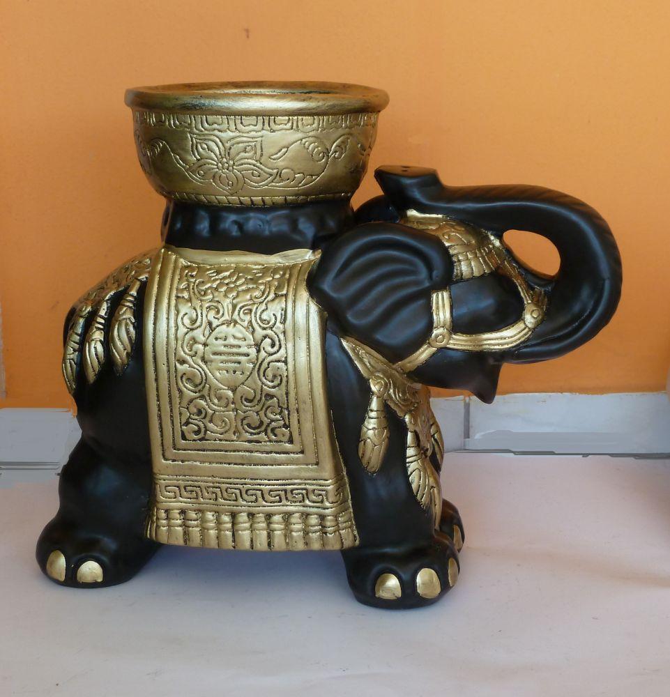 Elefánt-vt-indiai-tállal/fa