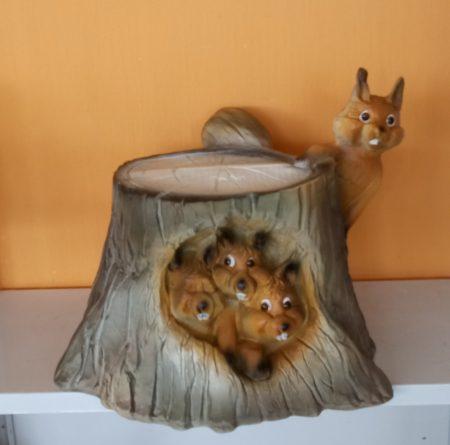 Mókus-Fatörzs odúban 4 mókussal