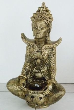 Buddha-tibeti-Csenrezi-vazaval-antik-arany