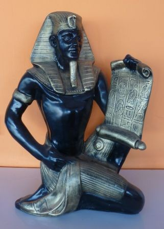 Fáraó- 52cm-Tutanhamon-papírusszal/faa