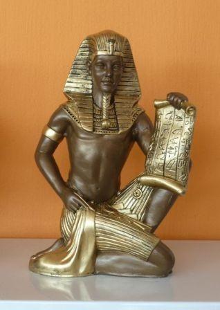 Fáraó- 25cm-Tutanhamon papírusszal/ba
