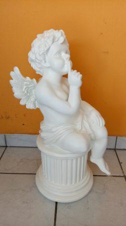 Angyal-Dór oszlopon ülő