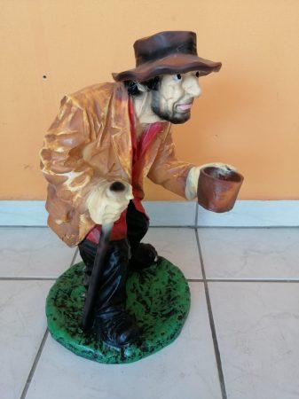 Koldus-Kéregető-kicsi-48cm/barna kabátos