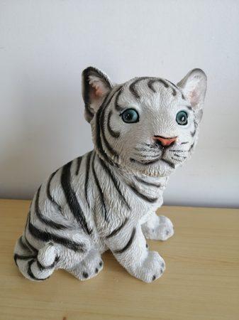 Tigris-fehér-ülő-19cm