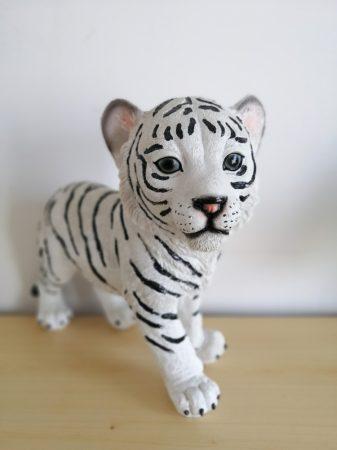 Tigris-fehér-álló-26cm