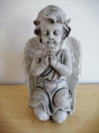 Angyal- 35cm-imádkozó-térdel