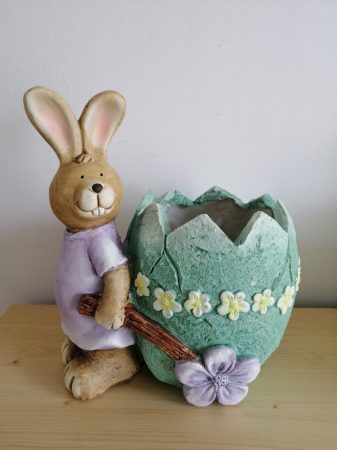 Nyúl- 28cm-tojás talicskával-virágtartó-lány