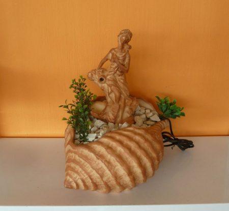 Kerámia-Csobogó-Öblös kagyló/női alakkal-terrakotta