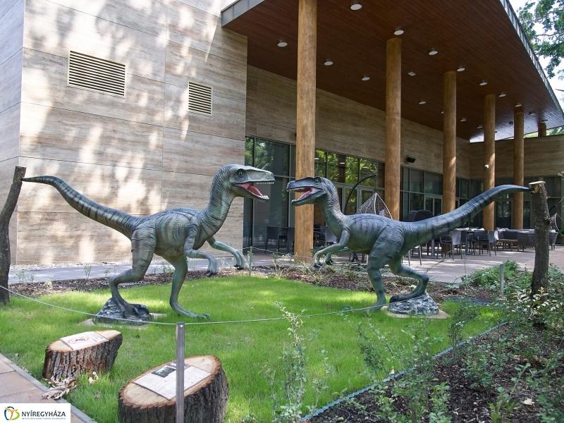 Belső udvar 2. Velociraptorok