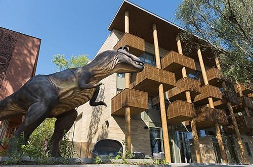 T-Rex a Pangea Hotel előtt